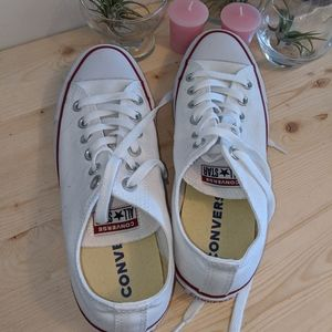 NWOT White Low Top Converse Size 8